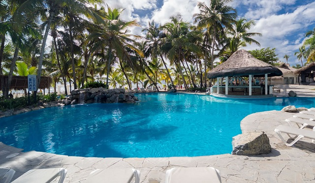 Открытый бассейн в отеле Coral Costa Caribe Resort & Spa