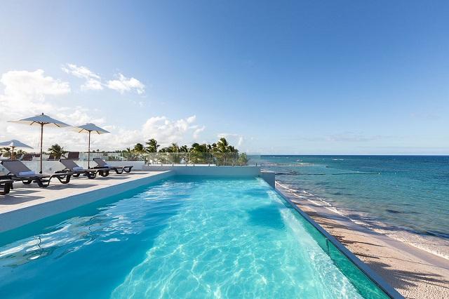 Открытый бассейн и терраса в отеле Whala! Bavaro в Доминикане