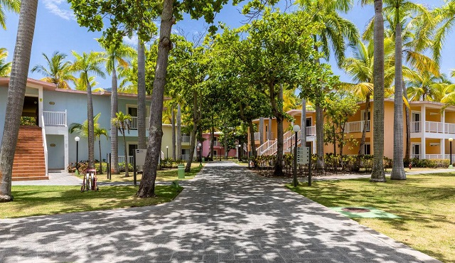 Территория в отеле Playabachata Resort Crew 5* в Пуэрто-Плата