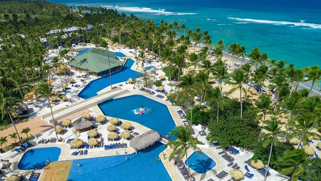 Бассейн в отеле Sirenis Punta Cana Resort Casino & Aquagames 5* в Доминикане