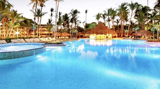 Бассейн в отеле The Royal Suites Turquesa by Palladium 5* в Доминикане