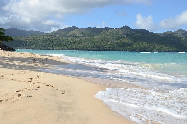 Горы и пляжи в Доминикане