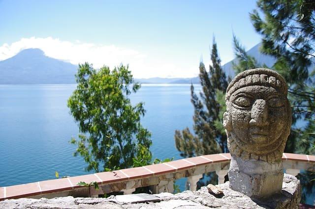 Озеро Атитлан в Гватемале