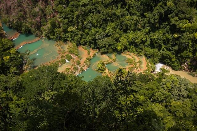 Природные бассейны и водопады в Семук Чампей