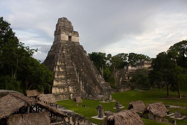 Пирамиды майя в Тикале