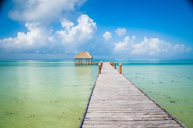 Пляж острова Холбокс